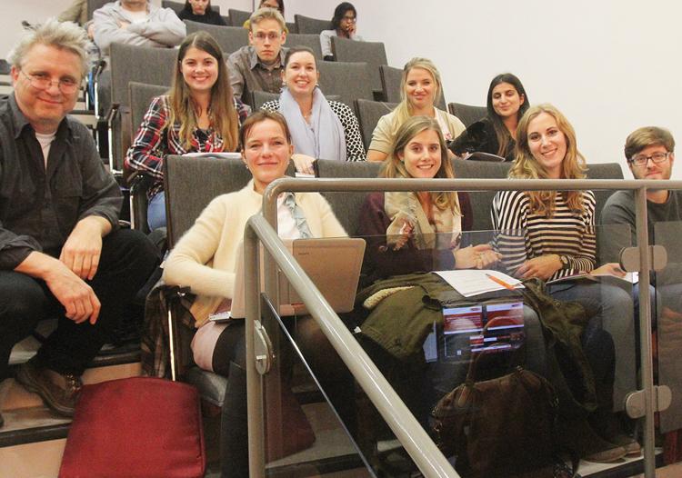HMKW-Studierende mit ihrem Dozenten Andreas Goral bei der Ratssitzung der Stadt Köln.
