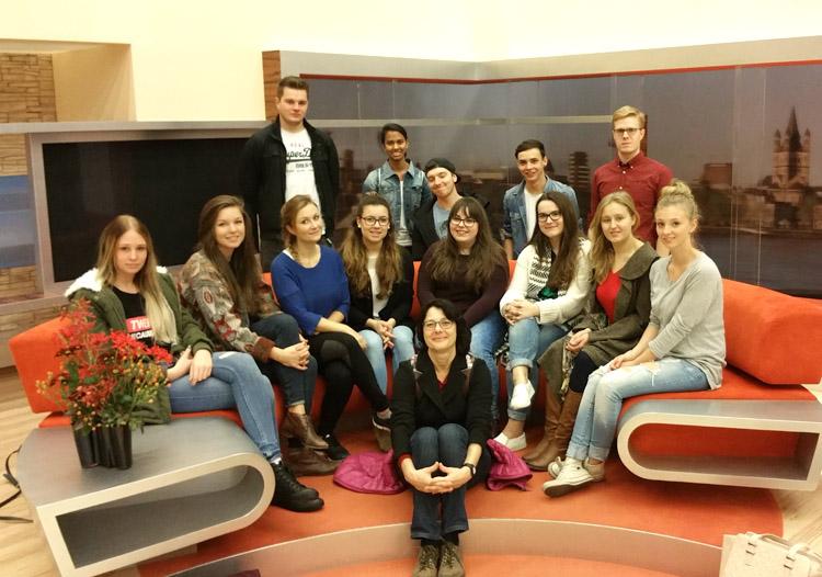Journalismus-Studierende mit Prof. Dr. Bettina Lendzian. Fotos: Lukas Schiffmacher.