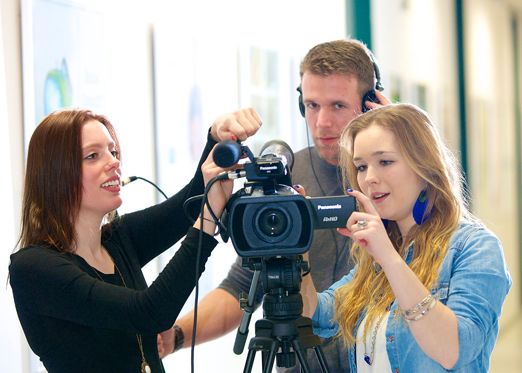Students acquire all knowledge in order to operate a camera and to make their own movies.