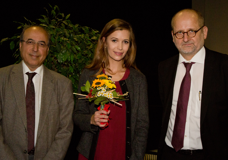 Geschäftsführer Ameir Jillab, Stipendiatin Justin Reichelt und Kanzler Prof. Dr. Freytag.