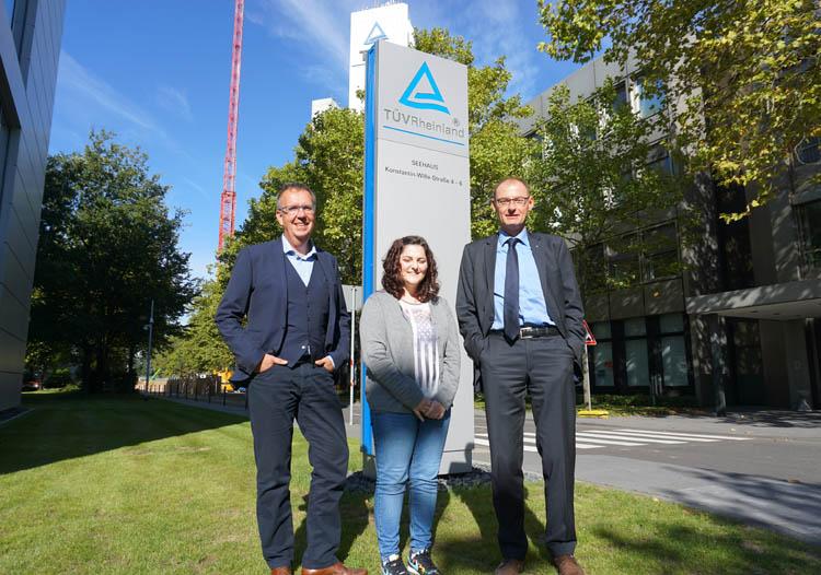 V. Atherley mit Konzernpressesprecher H. Müller-Gerbes und dem stv. Konzernpressesprecher J. Meyer zu Altenschildesche.