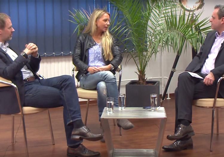 S. Fiedler und S. Korte im Gespräch mit F. Überall (re.).