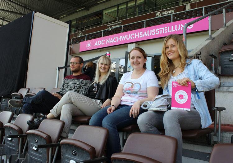 HMKW-Studierende in der Eventlocation Millerntor-Stadion.
