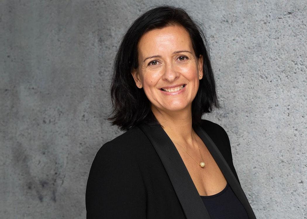 Die Buchautorin Prof. Dr. Nanette Aimée Besson unterrichtet an der HMKW im Fachbereich Journalismus und Kommunikation