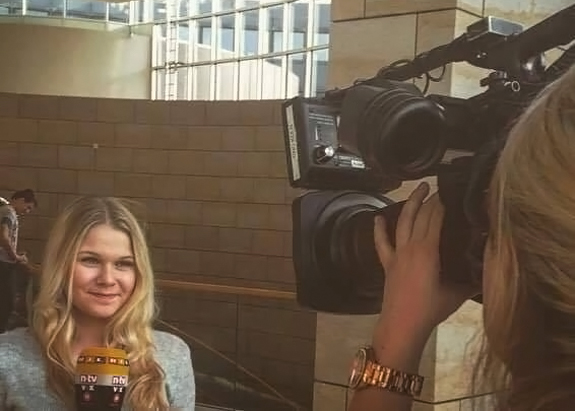 "HMKW-Studentin Filiz Kalmuk ""on air"""