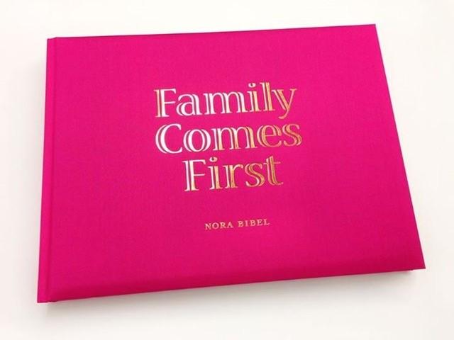 """""""Family Comes First"""" von Prof. Nora Bibel"""