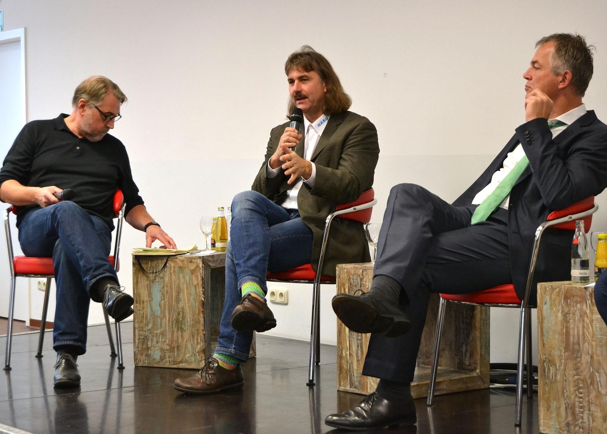 Josef Tumbrinck (Mitte) ist Landesvorsitzender des NABU NRW. Er berictete über die Arbeit seiner Pressestelle.