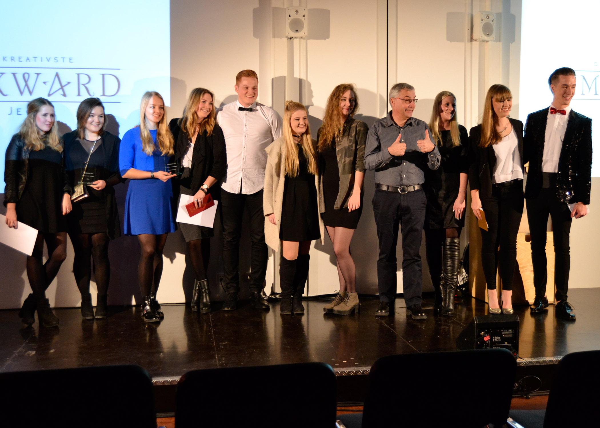 Am Ende der Gala versammelten sich Moderationsduo, Jury und Preisträger/innen noch einmal zusammen auf der Bühne.