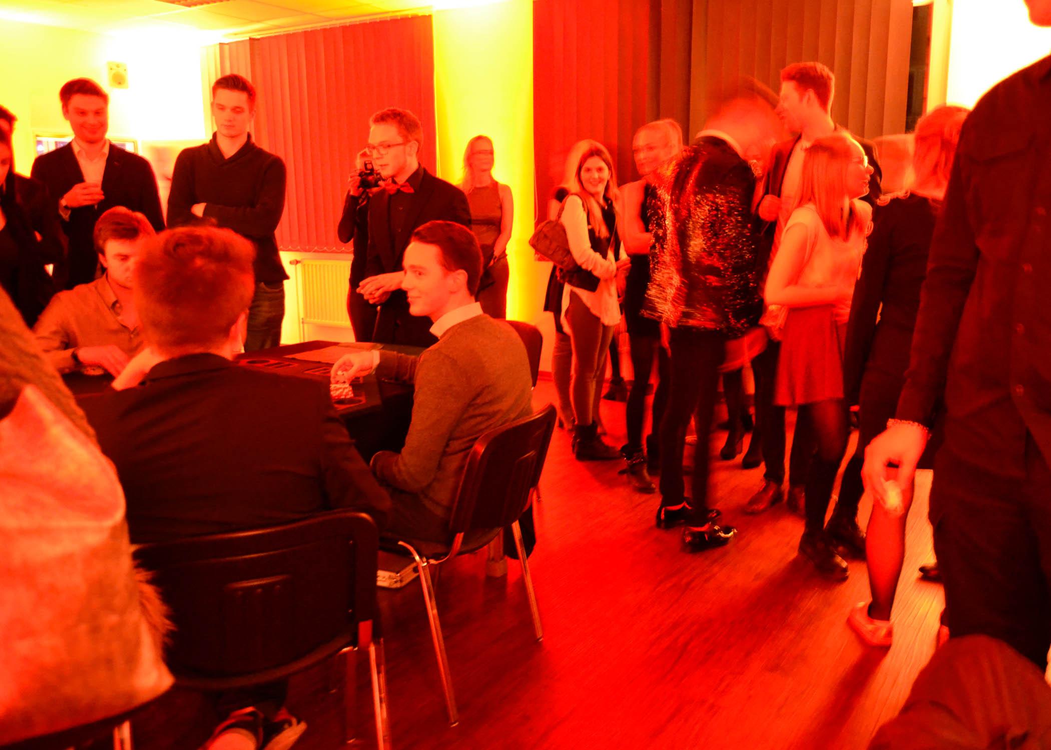 ...der Raum mit dem Poker-Tisch (es ging um die Ehre...!) und...