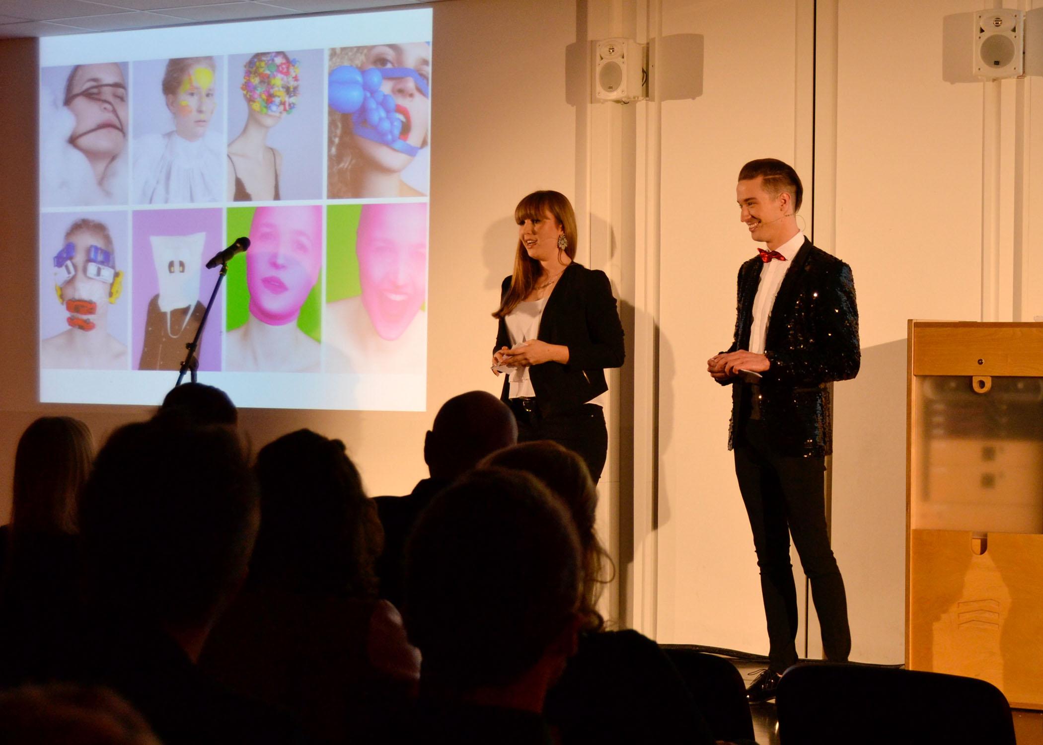 Durch den Abend führten die Medien- und Eventmanagement-Studierenden Mirka Brunk und Julian Alexander Wagner.