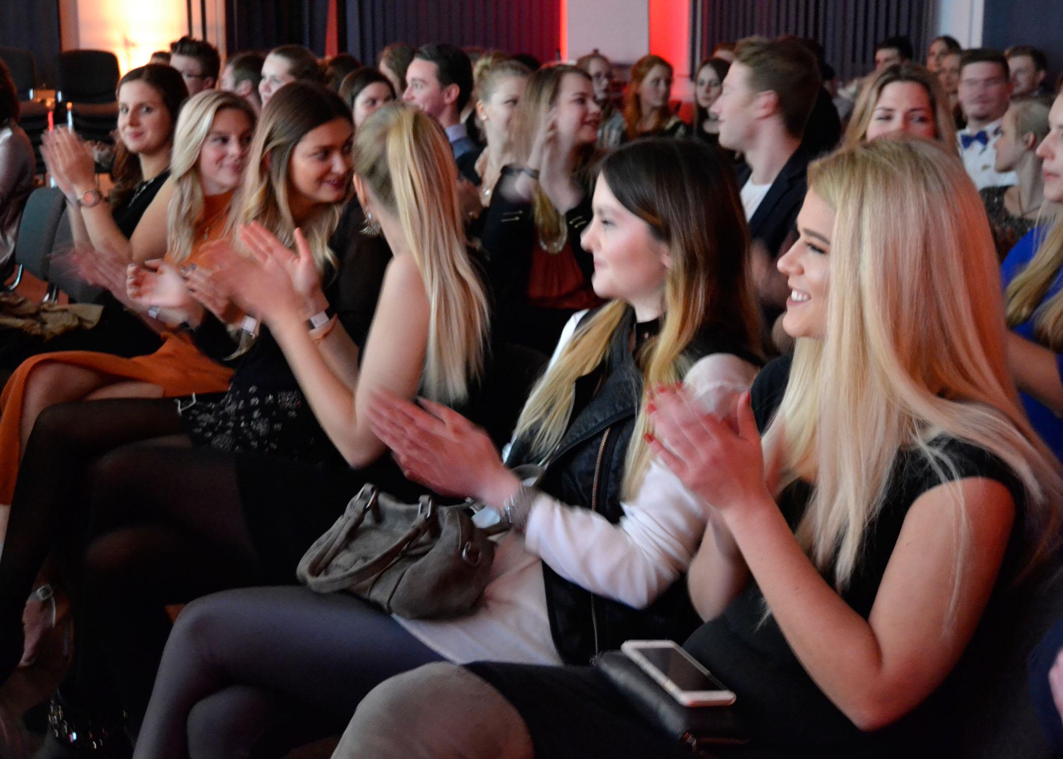 Das Publikum wurde anderthalb Stunden gut unterhalten.
