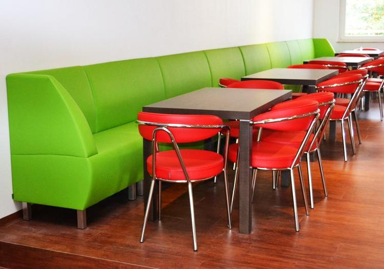 Sitzgelegenheiten in der neuen Mensa der HMKW Köln