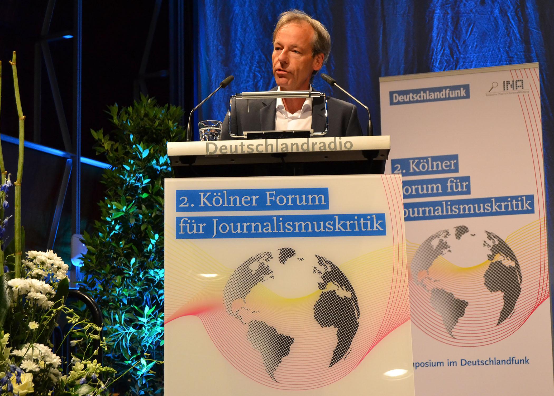 Dr. Marco Bertolaso, Leiter Zentrale Nachrichten beim Deutschlandfunk, führte durch die Veranstaltung.