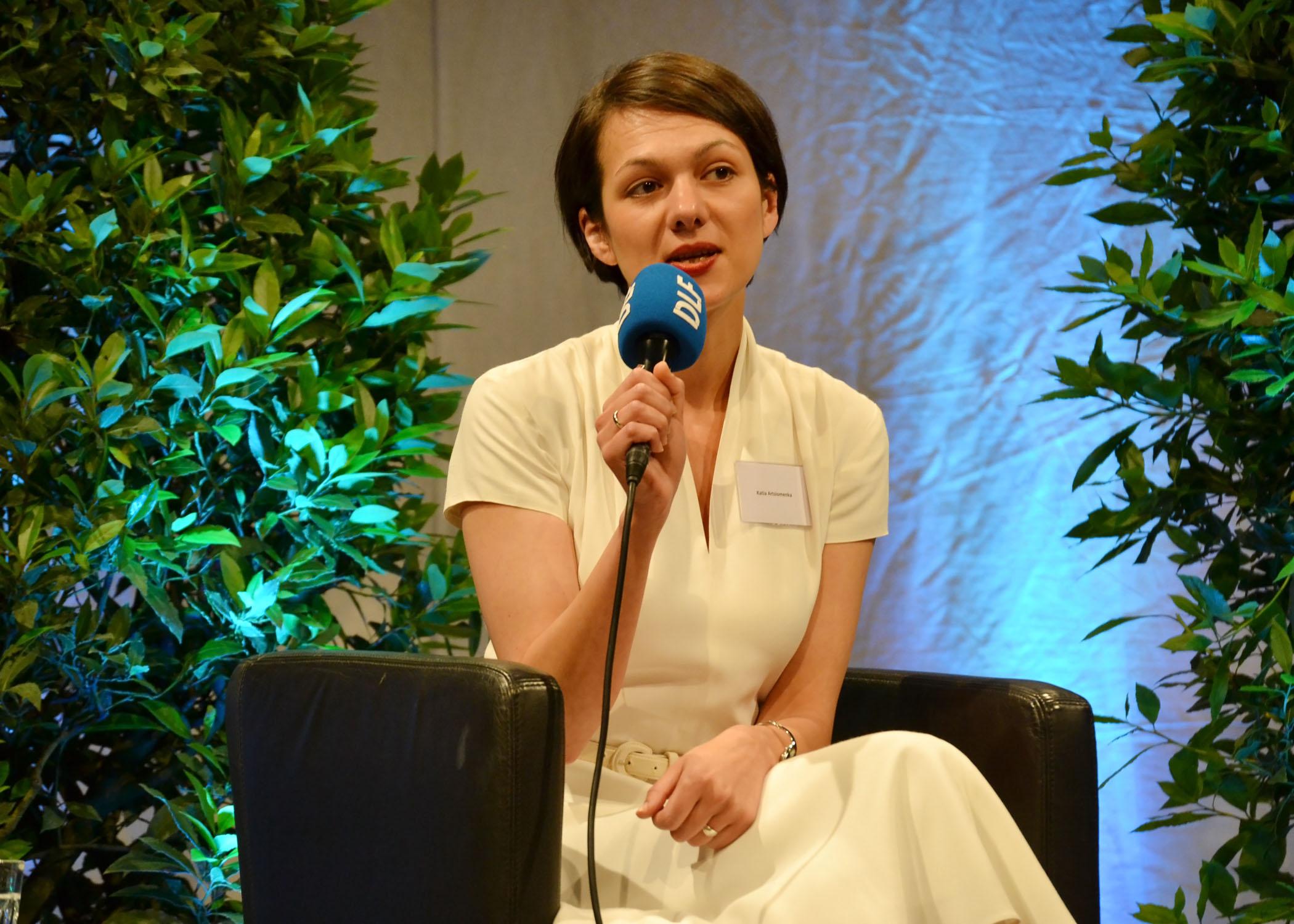 Katja Artsiomenka arbeitet als wissenschaftliche Mitarbeiterin im Fachbereich Journalismus und Kommunikation der HMKW Köln.