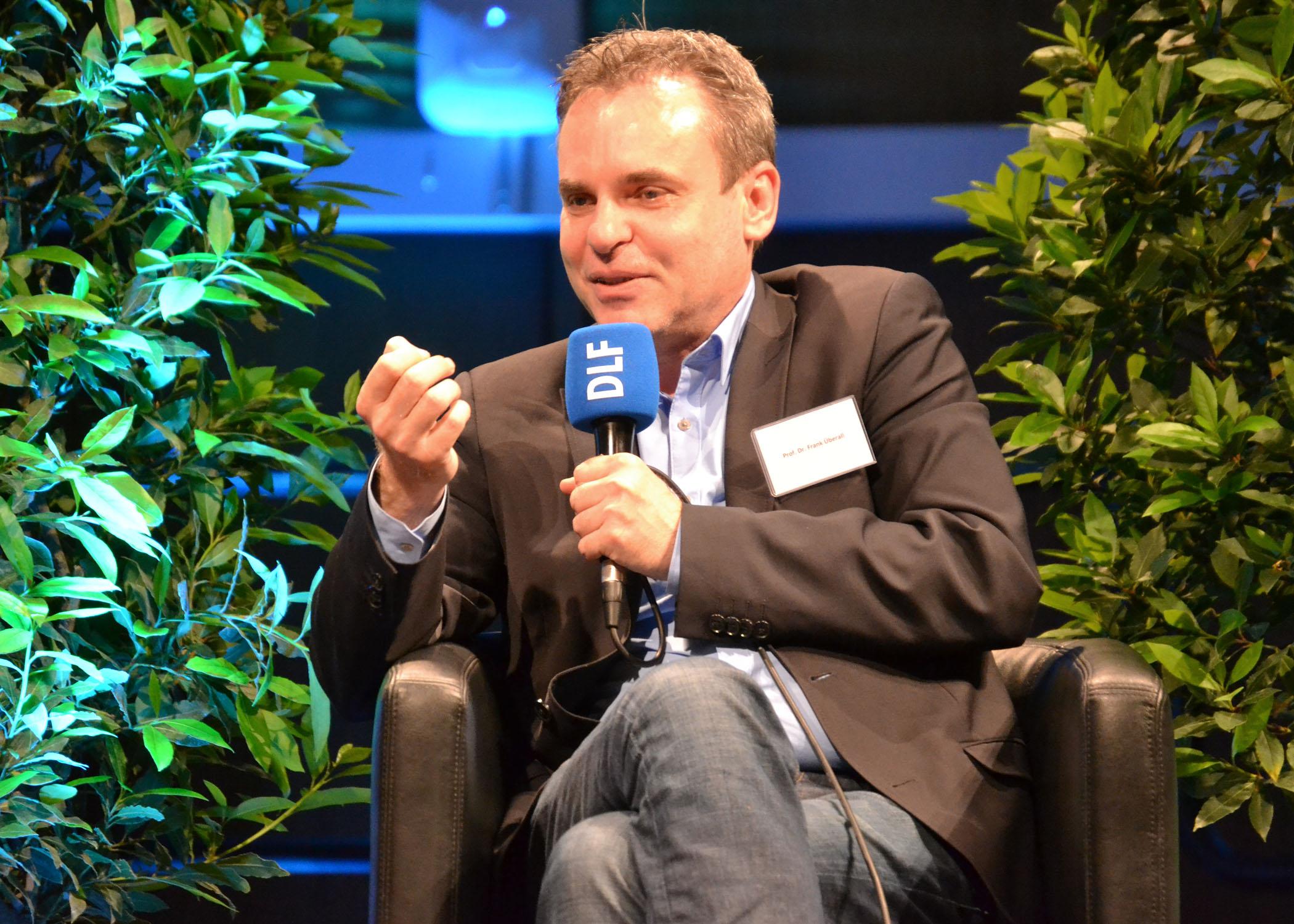 Prof. Dr. Frank Überall lehrt an der HMKW Köln und ist Bundesvorsitzender des DJV.