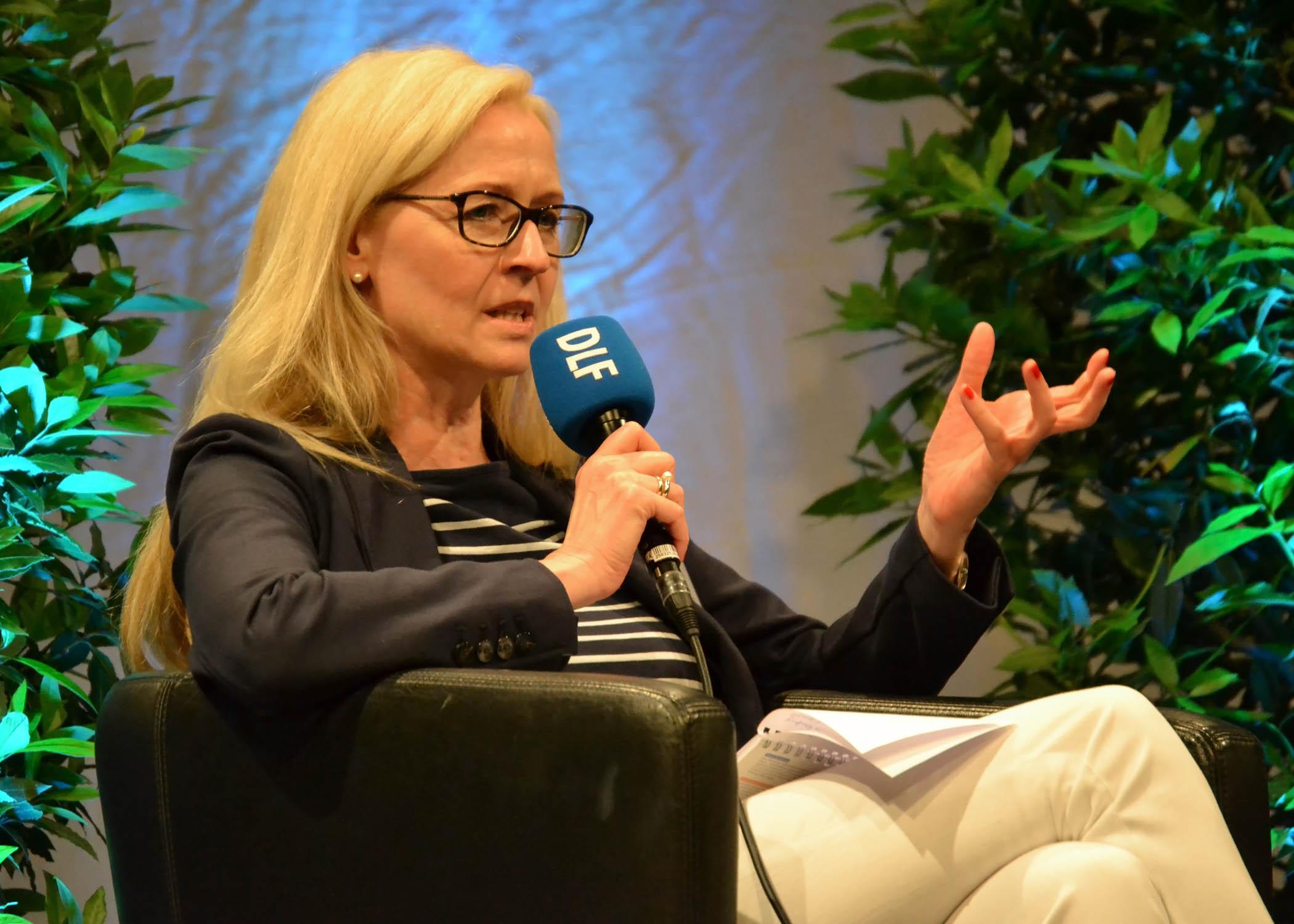 """Bettina Schmieding, Chefin vom Dienst beim Deutschlandfunk, beteiligte sich an der Diskussion """"Medienkritik im Netz und mit dem Netz""""."""