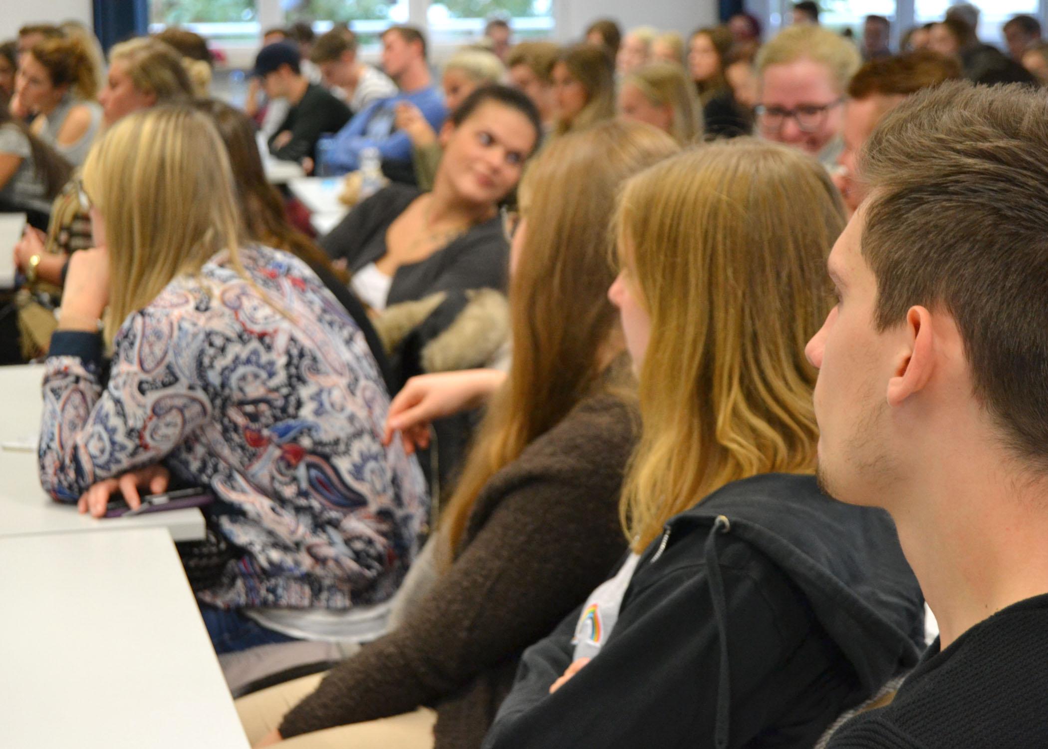 Das Publikum bestand zum größten Teil aus Studierenden des B.A. Journalismus und Unternehmenskommunikation.