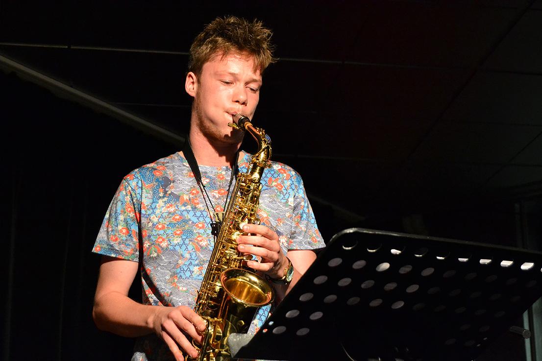 Begleitet wurde er unter anderem von einem HMKW-Studenten am Saxophon.