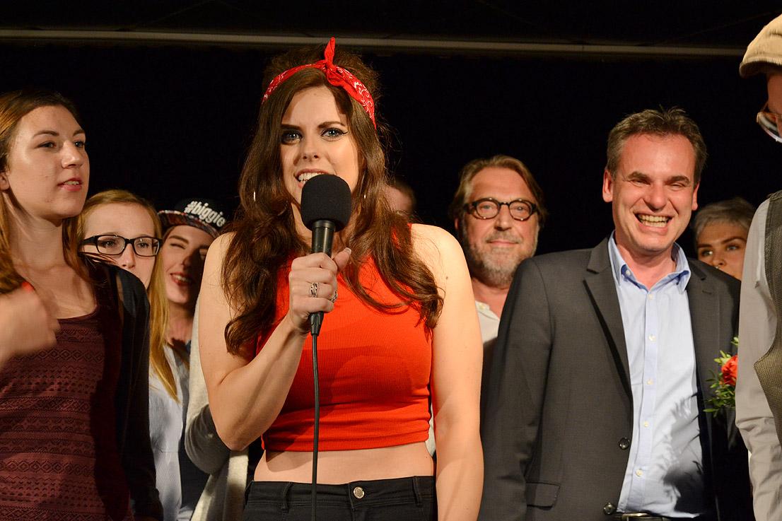 """Moderatorin """"Amy"""" führte durch den Abend."""