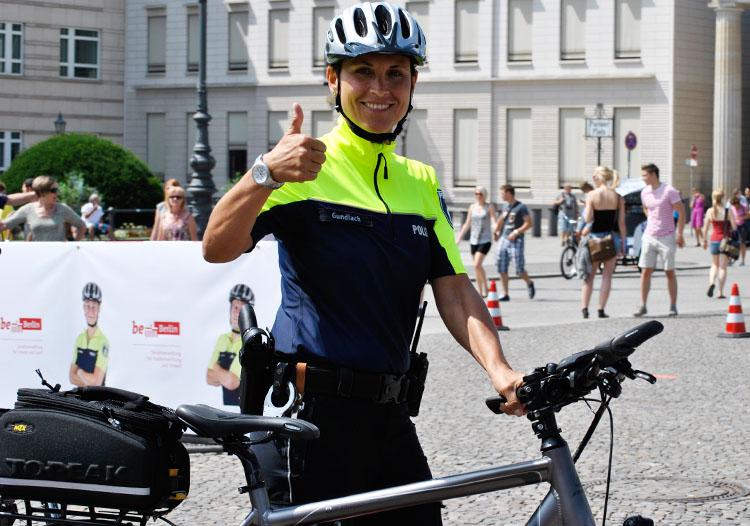 Polizistin der Berliner Fahrradstaffel