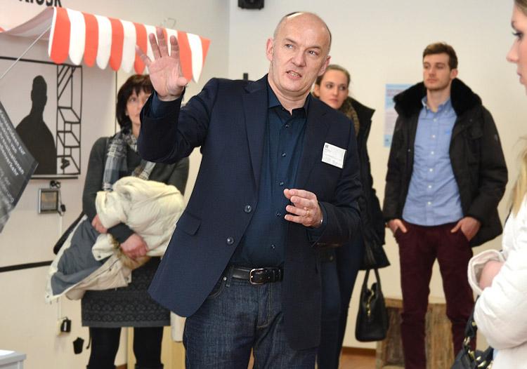 Prof. Markus Schröppel lehrt an der HMKW Köln im Studiengang B.A. Grafikdesign und Visuelle Kommunikation.Prof. Markus Schröppel lehrt an der HMKW Köln.