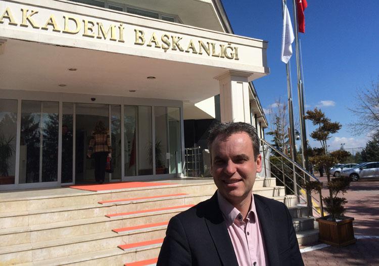 Prof. Dr. Frank Überall von der HMKW Köln beim EU-Twinning-Projekt in Ankara, Türkei.Prof. Dr. Frank Überall in Ankara.