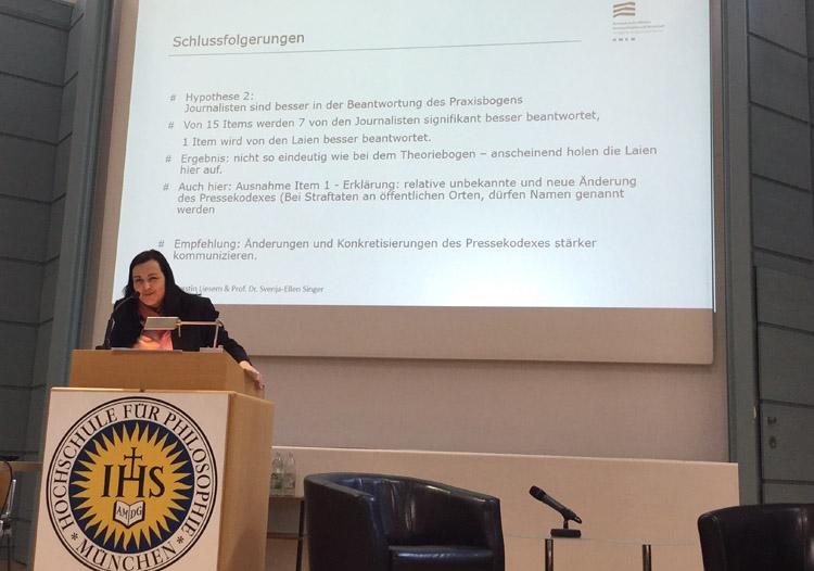 Prof. Dr. Liesem bei der Ergebnispräsentation