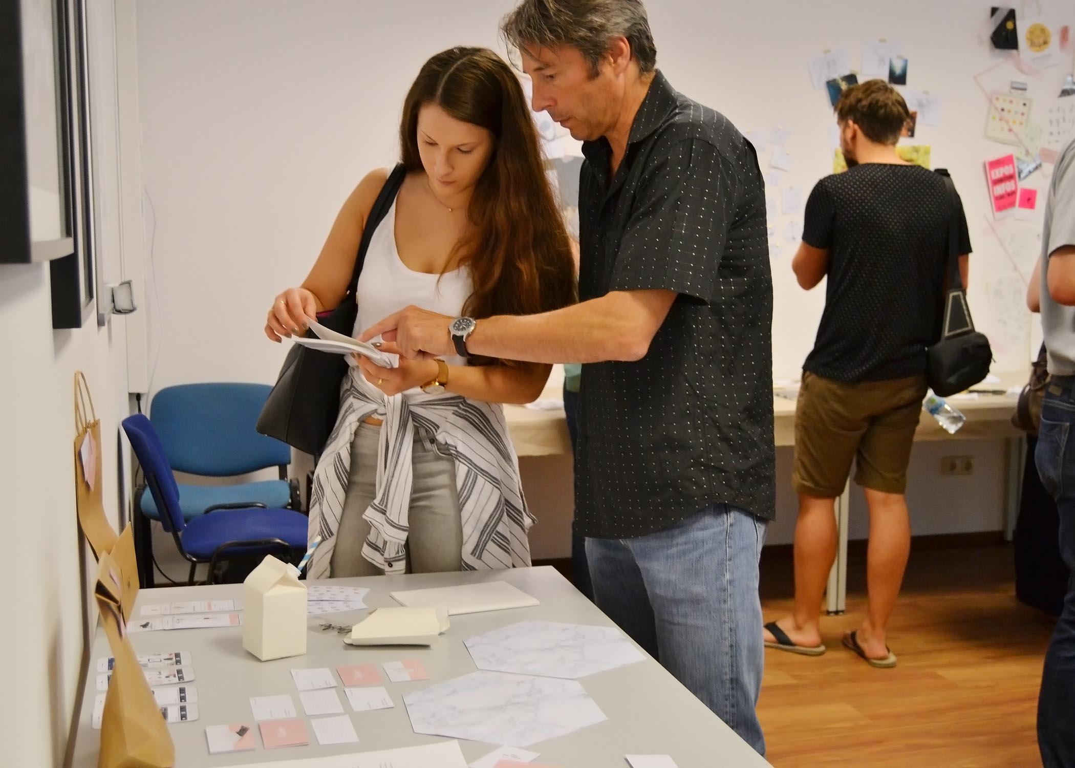 Präsentation der Bachelorarbeit einer Design-Absolventin.