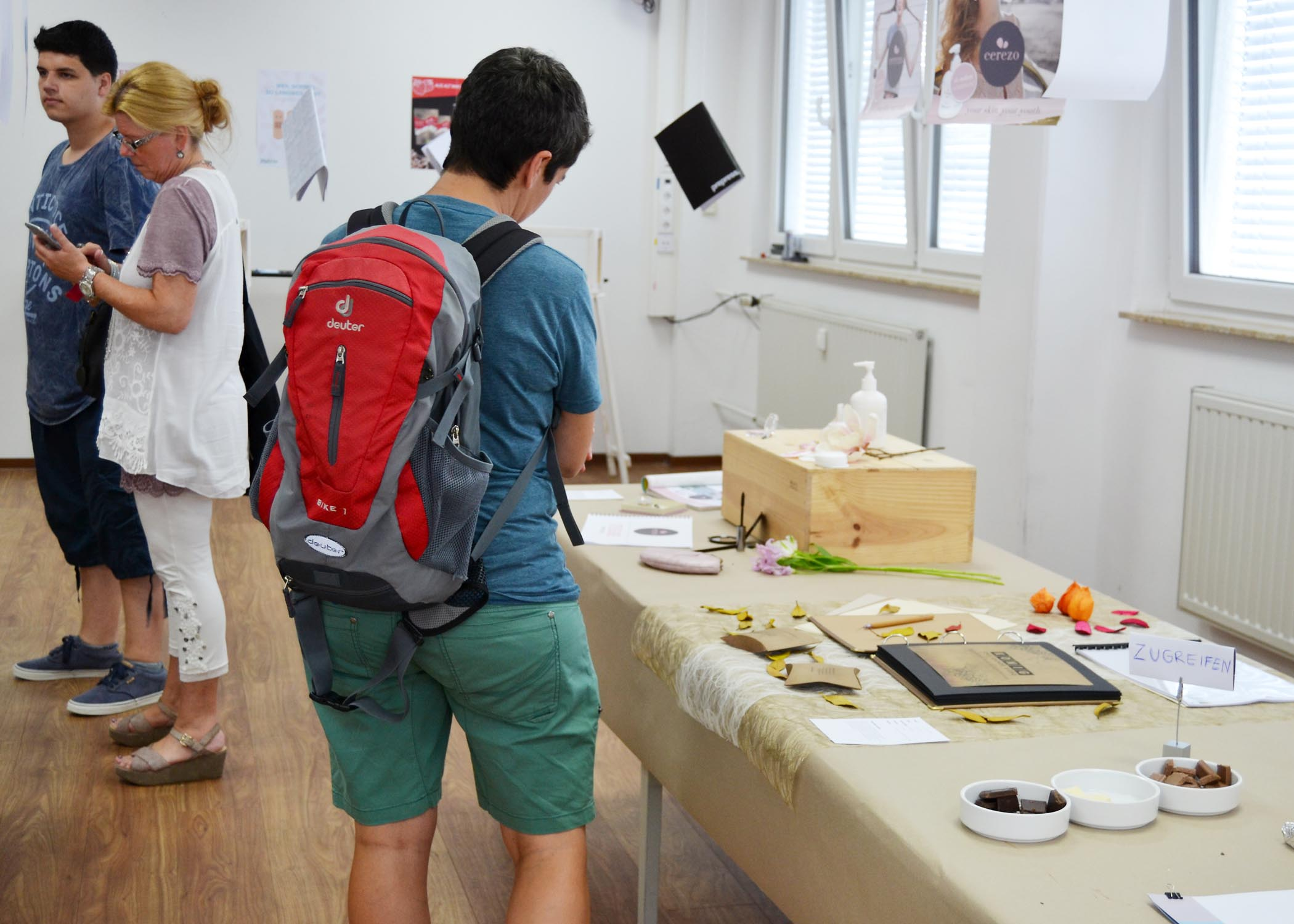 In diesem Raum sind Arbeiten ausgestellt, die im Unterricht der Lehrenden Prof. Dr. M. Schröppel, I. Kalvelage und H. Lemke entstanden sind.