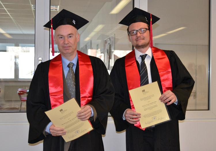 Prof. Dr. habil. Marin Welker und Prof. Dr. Alexander Rühle (v.l.n.r.) bei der Urkundenüberreichung.Prof. Dr. habil. Marin Welker und Prof. Dr. Alexander Rühle (v.l.n.r.)
