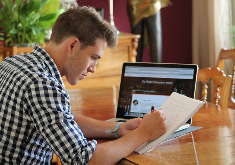 Blogger bei der Arbeit