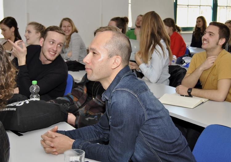 Studierende der Hogeschool van Amsterdam an der HMKW