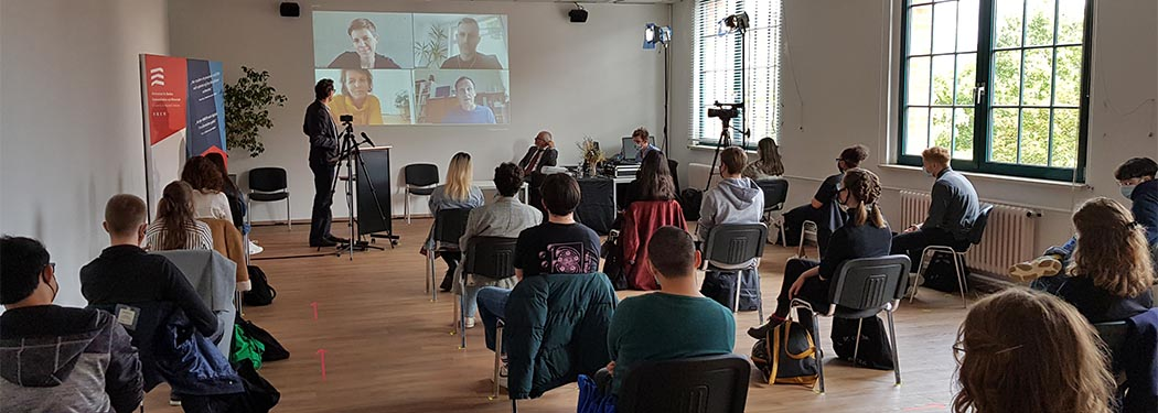 Hybride Immatrikulationsfeier am Campus Berlin