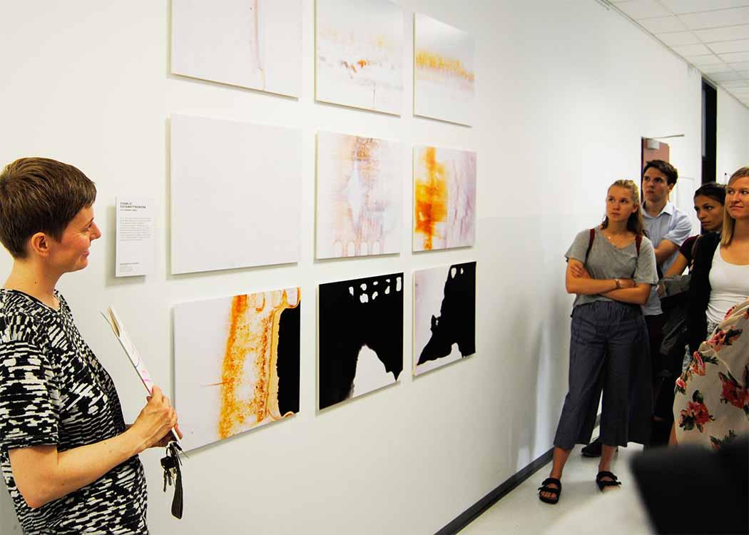 In der Regel finden an der HMKW Semesterausstellungen statt, bei denen die Arbeiten der Studierenden gezeigt werden.