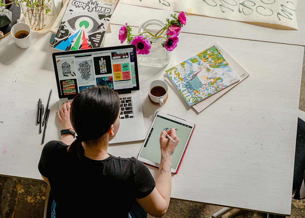 """""""Ich schätze vor allem die Kreativität und Abwechslung, die in Design- und Kommunikationsberufen gefordert ist."""" (Foto: Anthony Shkraba/ Pexels)"""