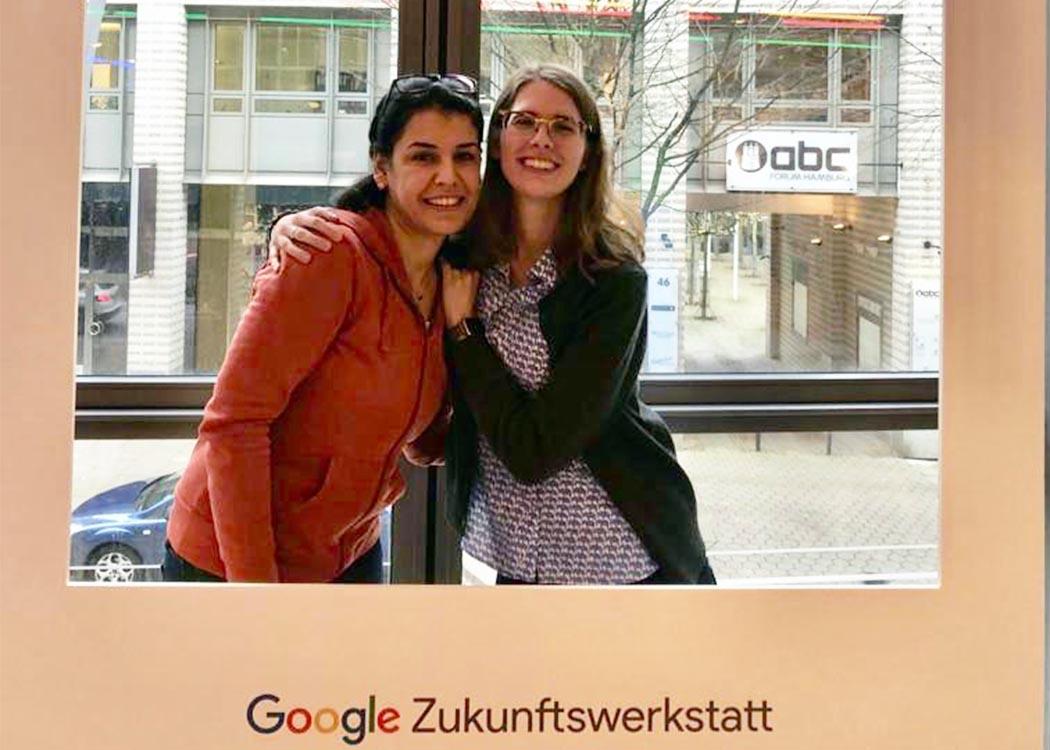 Erinnerungsfoto bei Google: Dlsoz Mohammed gemeinsam mit ihrer Kommilitonin Natalie Homann