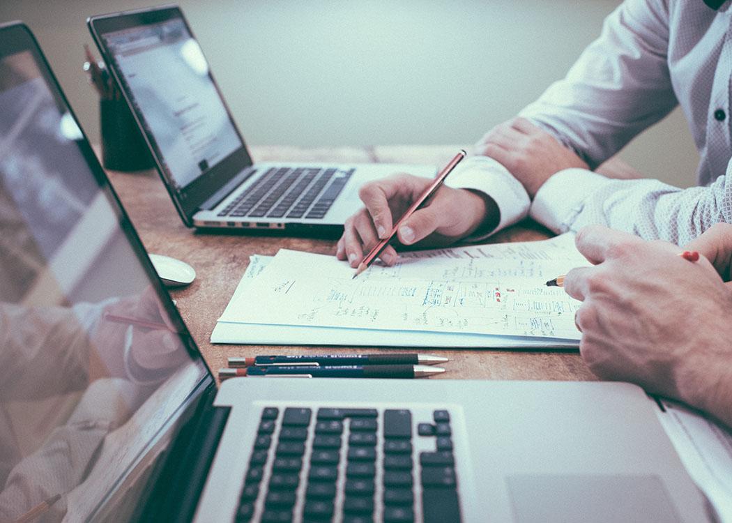 Kommunikationsstärke und Menschenkenntnis: zwei wichtige Eigenschaften eines Personalberaters.